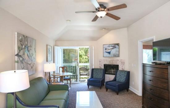 Bluebird Inn: 1 Bedroom Suite (Living Room Suite B)